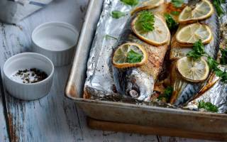 Скумбрия в духовке в фольге с лимоном
