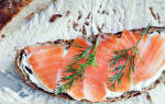 Бутерброды с красной рыбой и лимоном