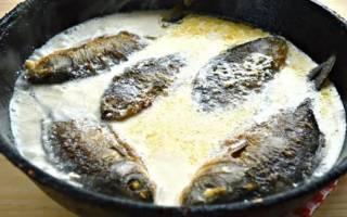 Тушеная рыба в сметане