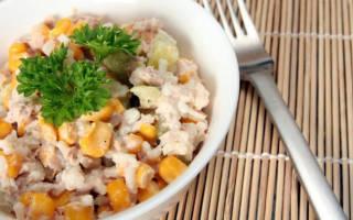 Салат с тунцом консервированным и яйцом и сыром