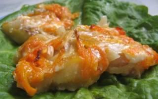 Треска в духовке с луком и морковью