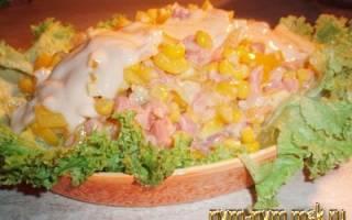 Салат с кальмарами и форелью