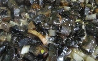Горбуша в духовке с грибами сыром и