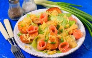 Цезарь салат с красной рыбой