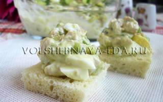 Салат с авокадо и печенью трески