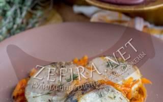 Как запечь скумбрию в духовке вкусно в фольге с луком и морковью